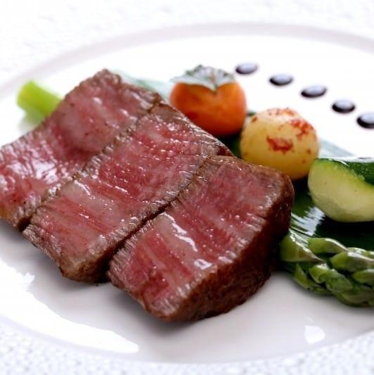 【和牛ステーキランチ】冷前菜、温前菜、和牛ステーキ、デザート、食後のカフェなど全6品