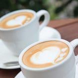 【憩いのカフェタイム】 天気の良い日はテラス席でカフェタイム