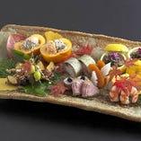 職人によるあざやかな嗜好の料理をお召し上がりください。