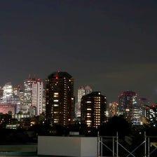 ビル群の夜景が見える個室