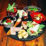 大皿パーティープレートは、10種の前菜で盛りだくさん