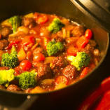 旬の素材を使った煮込み料理も人気です