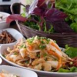 ◆ランチでも野菜たっぷり!生姜焼サンパ定食はお得な900円