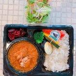 テイクアウト限定! 野菜入りオリジナルチキンカレー(サラダ付)