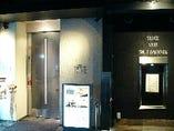 阪急東通り商店街を抜けて20mの路面店