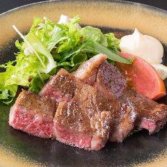 黒毛和牛の網焼きステーキ