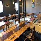 【少人数でご利用可能なテーブル席】2名、4名、6名様、8名様などレイアウト変更可能