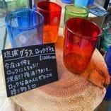 色合い様々な琉球グラスのロックグラスなども販売しております。