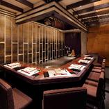 【専属シェフ付VIP個室】目の前で調理が楽しめる、重厚感のある完全個室 5~7名様
