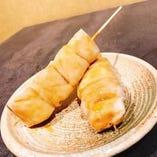 表面を焼いた鶏ササミ串のシギ焼き。わさび醤油タレで!