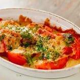 焼きトマトのパン粉チーズ窯焼き~大葉塩麹ソース~ 550円