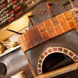 ピザはこだわりの窯で、もちもちサックリに焼き上げます!