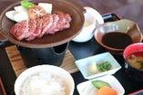 特選牛の陶板焼き御膳(デザート付き)