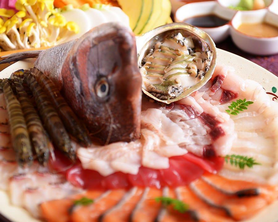 旬な鮮魚のしゃぶしゃぶ。6種のたれで召し上がってください。