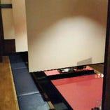 仕切りがあり、隣との間隔がしっかり取れる安心のテーブル席