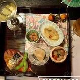 日本料理をベースに、新感覚の懐石料理と鉄板焼きを楽しんで。