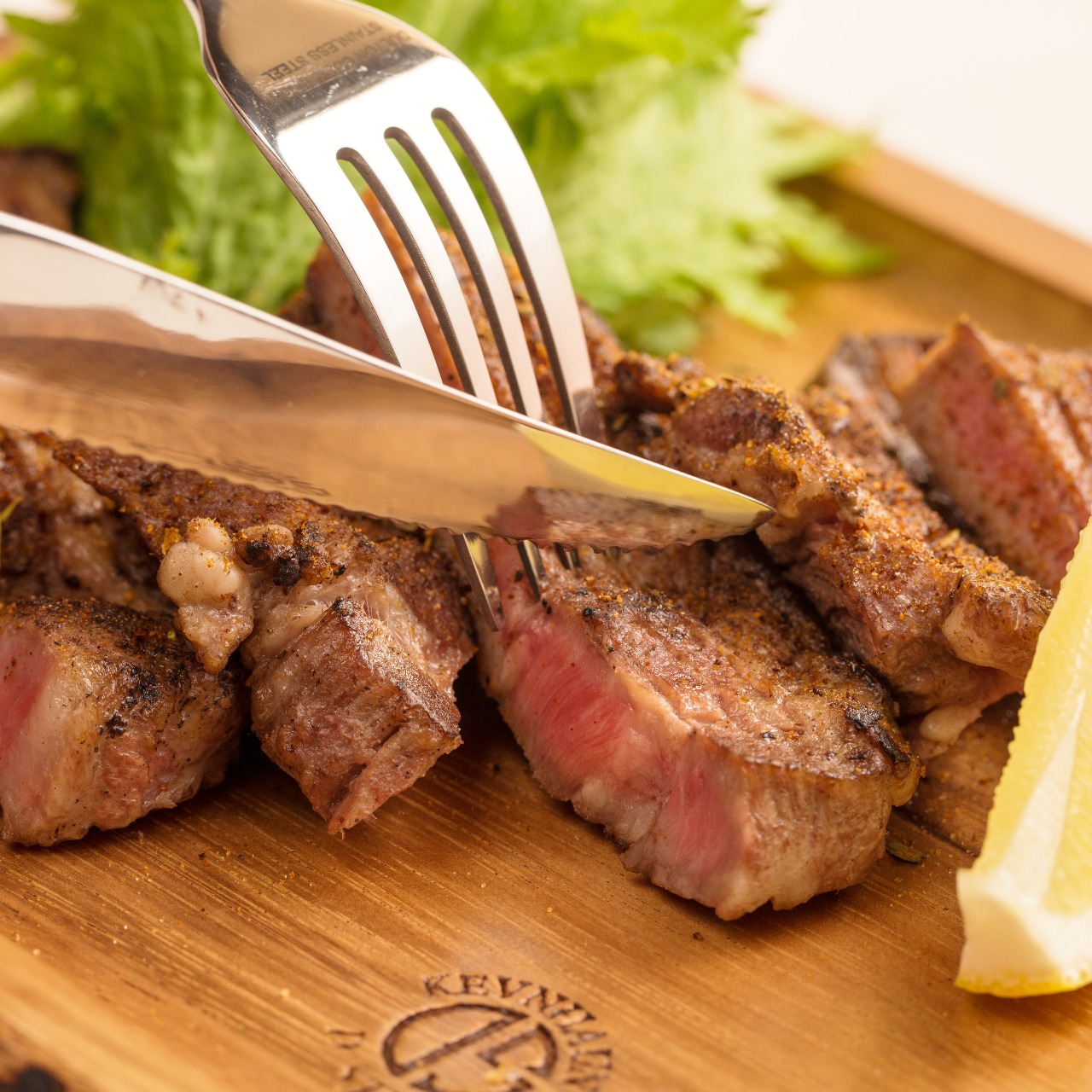 タンドールで焼き上げる豪快肉料理