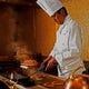 熟練のシェフがお客様の目の前で調理いたします。
