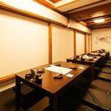 堀ごたつテーブル席 20名様まで ロールカーテンで仕切って半個室風にもご利用頂けます。