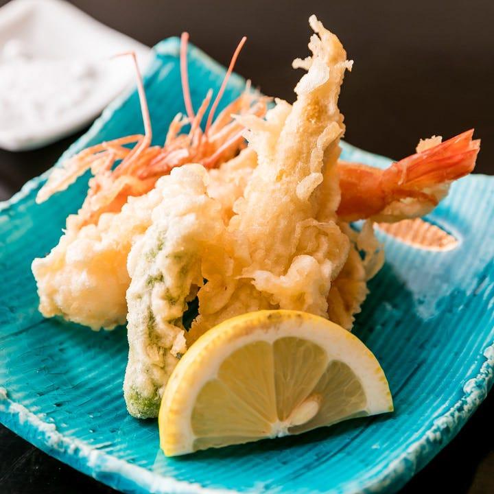 揚物や刺身など素材の味を活かしたお料理でおもてなしいたします