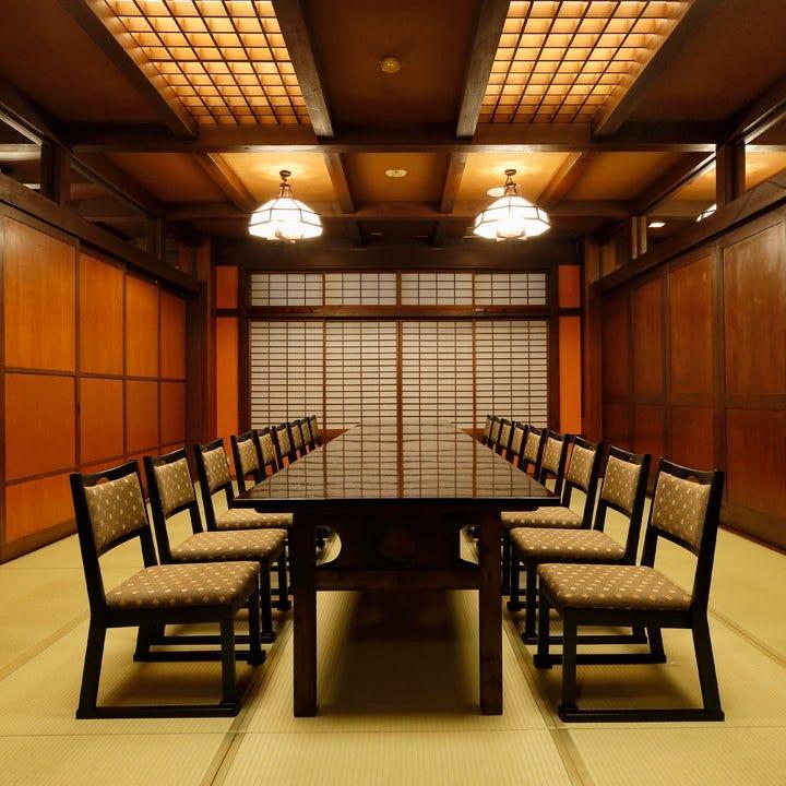 接待や会食に最適な、和の趣ある落ち着いた完全個室ございます