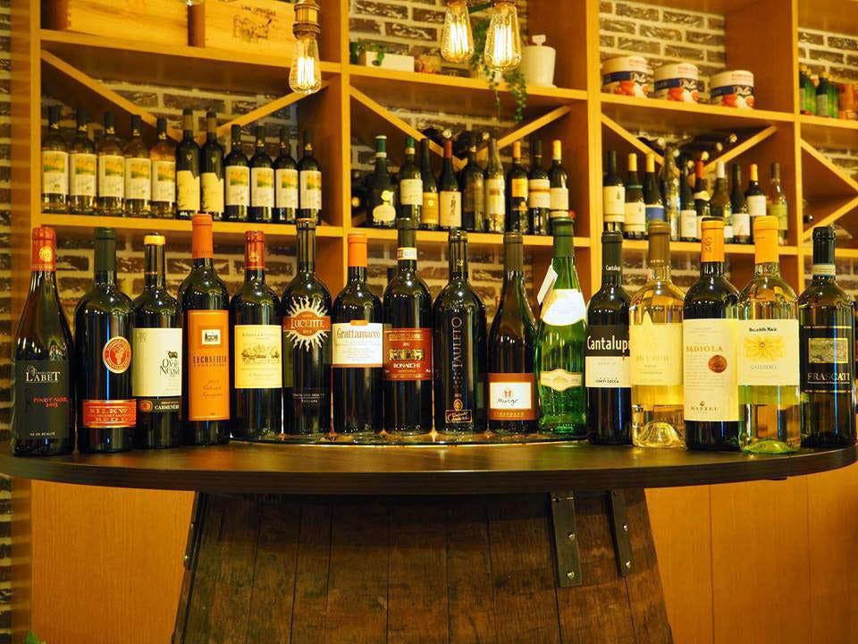 世界中のワイン、色々あります!
