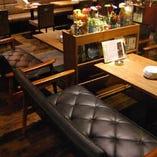 【ソファー席|2名様~4名様×2卓】女子会・記念日を盛り上げるお洒落空間