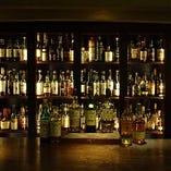 豊富なお酒を落ち着いた空間でお楽しみください。