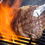 旨味たっぷりのステーキが大人気
