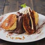 キャラメルバナナとエスプレッソムースのパンケーキ