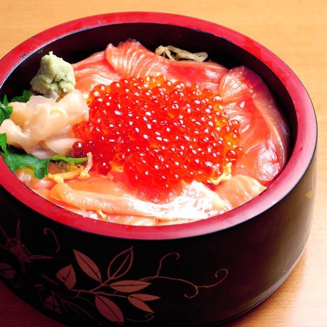 イクラ3倍増量の特撰北海丼です。土日祝限定のランチサービス!