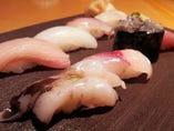 生とり貝、鰆に生シラス…その季節の旬をにぎります。