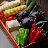 農家直送の野菜や地元のお米を使用