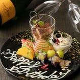誕生日や記念日など、メッセージを添えたデザートプレートのご用意が可能です。