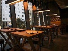 メインゾーンのテーブル席