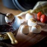 焼きマシュマロ チョコレートソース