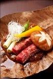 黒毛和牛、 青とう、葱、黄ピーマンの朴葉味噌焼き