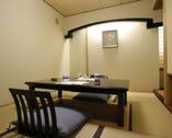 全9室の個室 掘り炬燵式やテーブル席
