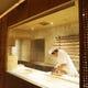「蕎麦打ち場」では、毎日手こね、手打ちでお蕎麦を作っています