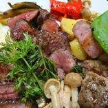 いろいろなお肉の炭火焼をご提供致します!