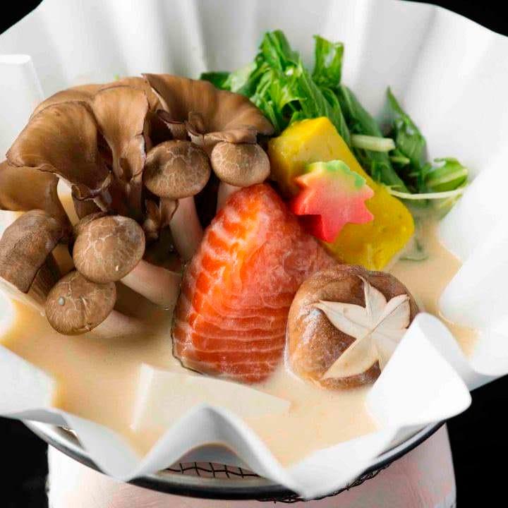 ◆見た目にも美しい日本料理でおもてなし。旬の味覚を楽しめる 2時間飲み放題付『禄 会席コース』