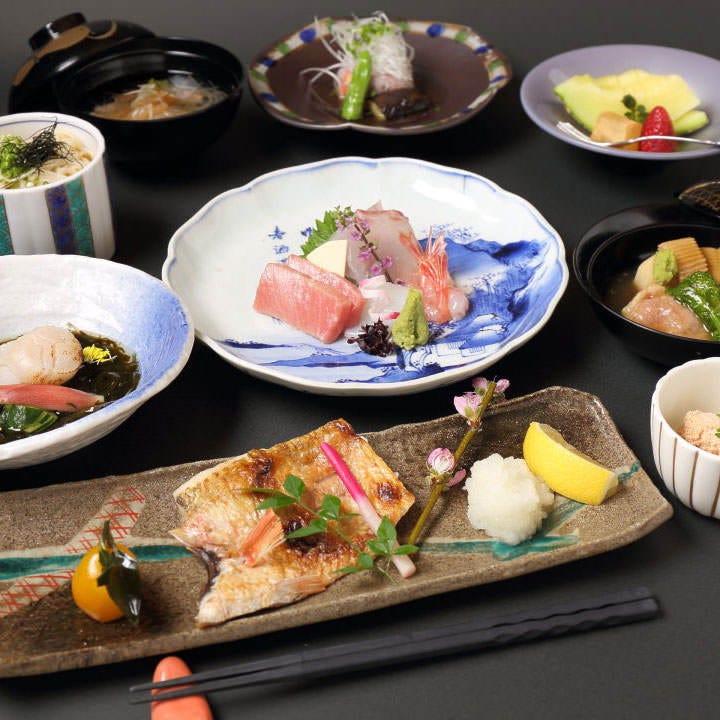 ◆四季折々の旬を彩る豊かな食材で華やかに。接待や会食に相応しい 2時間飲み放題付『寿 会席コース』