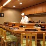 ◆カウンター席◆ 日本酒のおすすめなど、気軽にお尋ねください
