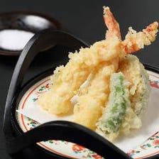 ◆旬食材を極上の日本料理に仕立てます。その日おすすめの一品料理も味わえる『花 会席コース』[全9品]