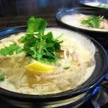 蒸し鶏の土鍋煮込み湯麺