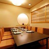 現代のわびさびを感じる空間は 4名~40名までと個室が充実