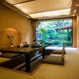 和の中にモダンさを織り交ぜた、風情ある個室を8部屋ご用意