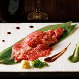 とろけるリブロース肉寿司1貫