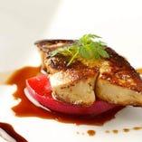 フランス ナント産フォアグラのソテー 季節の温野菜添え
