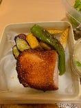 本日のジューシーお肉弁当~天然魚の握り寿司付き~